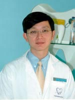 Dr.Kiatanant Boonsiriseth : Oral Surgeon